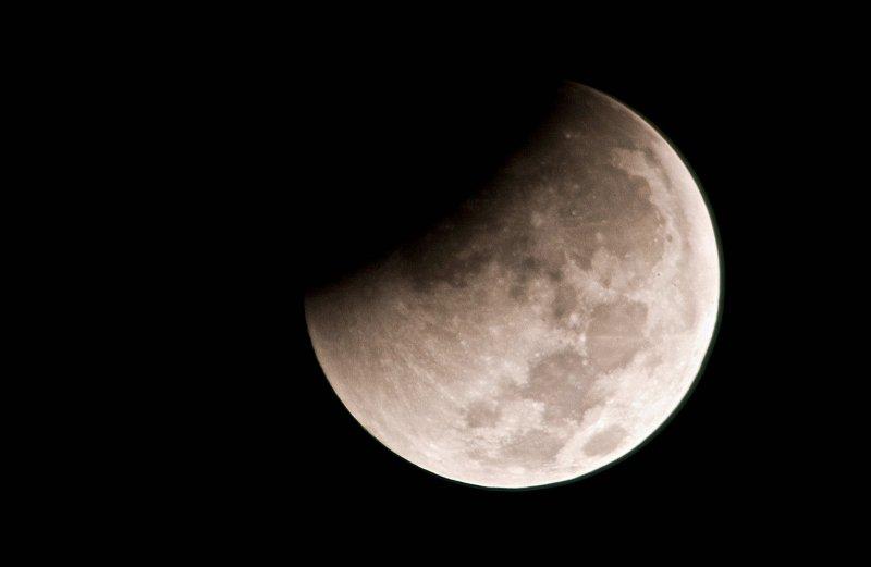 eclipse-12-21-2010-1-52am_01-jpg